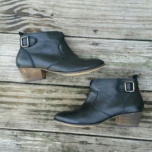 Chelsea Crew black leather ankle boots, size 9